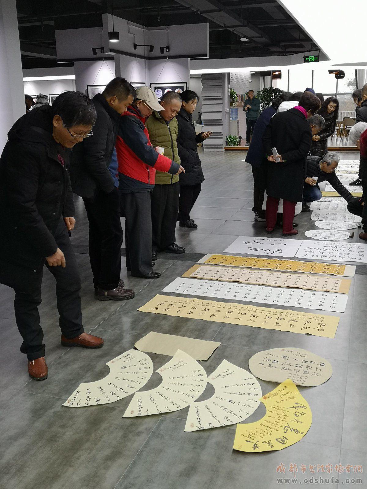 成都市双流区书法家协会第七届书法作品展(小品展)看稿会在双流澜心艺术进行