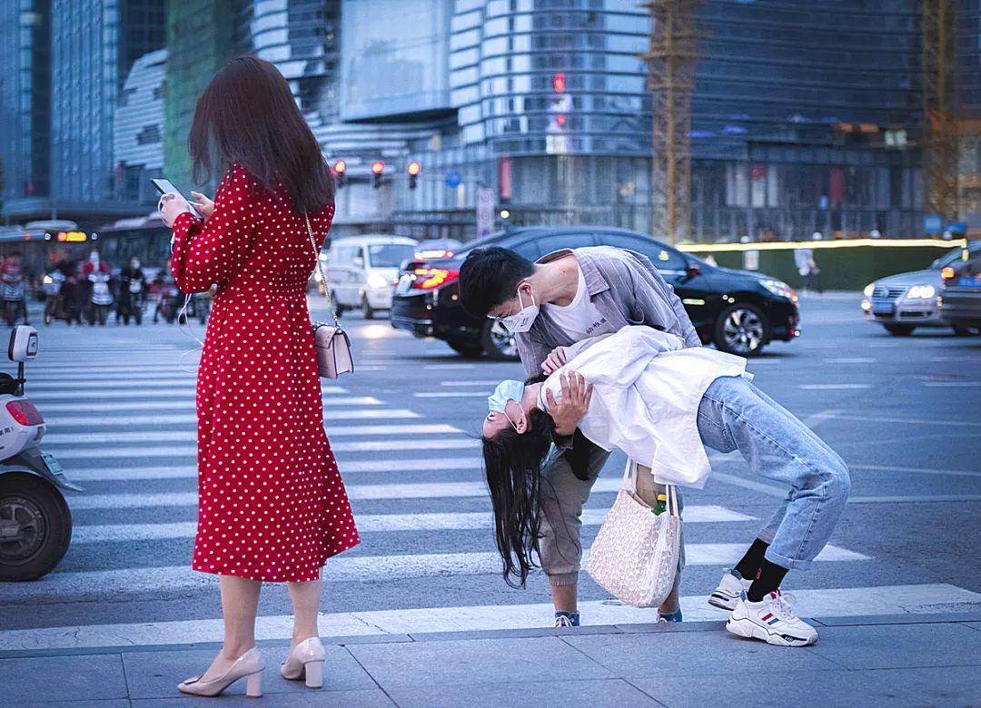 今天,锦江摄协礼成!热烈祝贺成都市锦江区抗疫主题摄影书画创作作品展示开幕式暨锦江区摄影协会成立仪式成功召开!