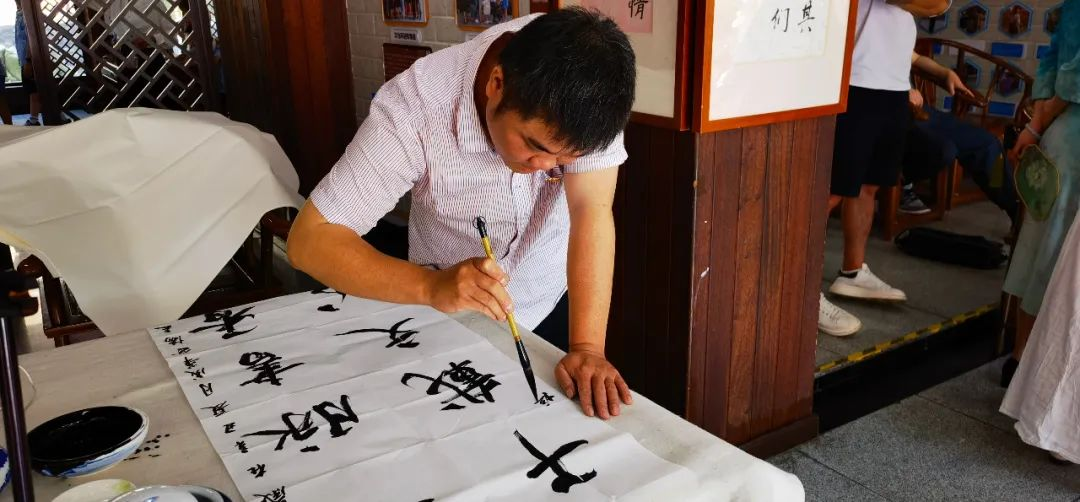【协会快讯】成华区美协、书协、志协组织开展书画公益进校园交流活动